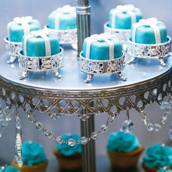 something blue wedding cakes opulent treasures cake stands05.jpg