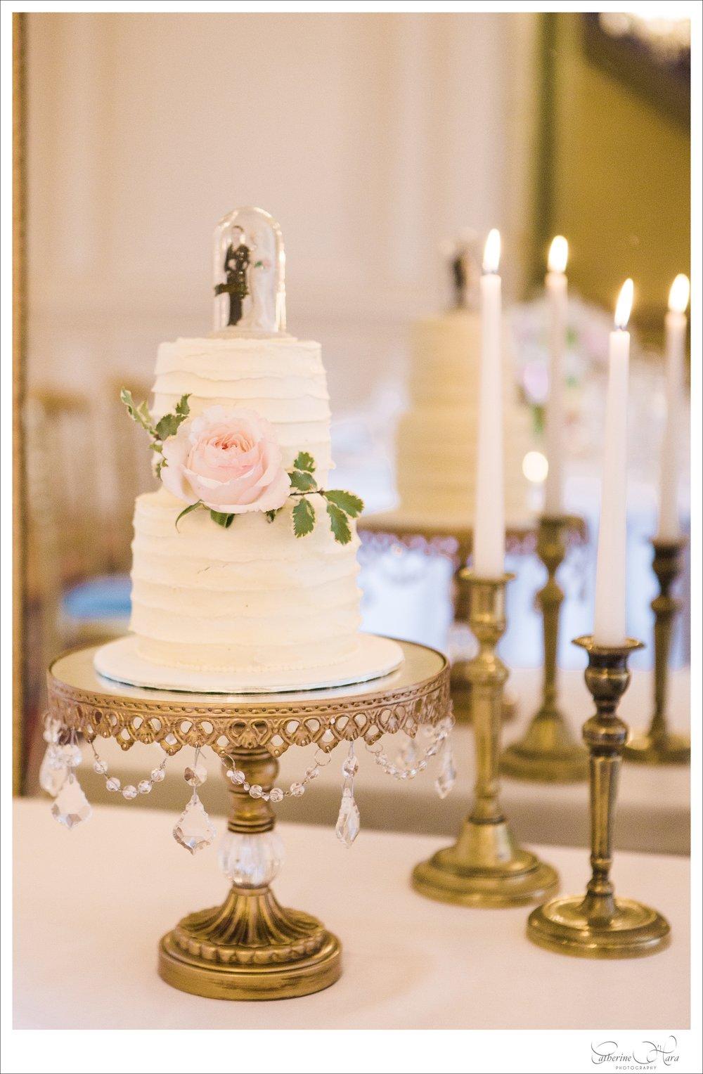 cake  Synies  • photo  Catherine O'Hara  • cake stand  Opulent Treasures