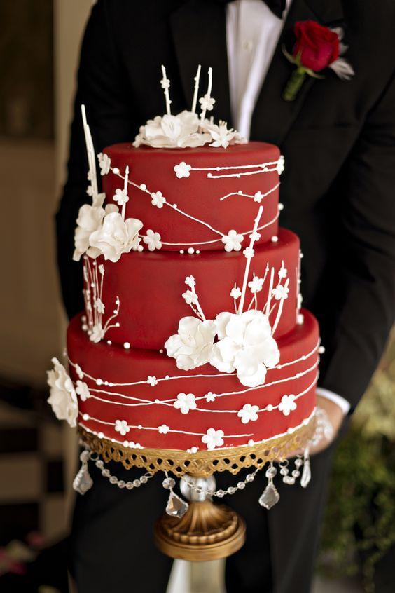 Valentine's Day Wedding Cake Photo:  Andie Freeman Photo