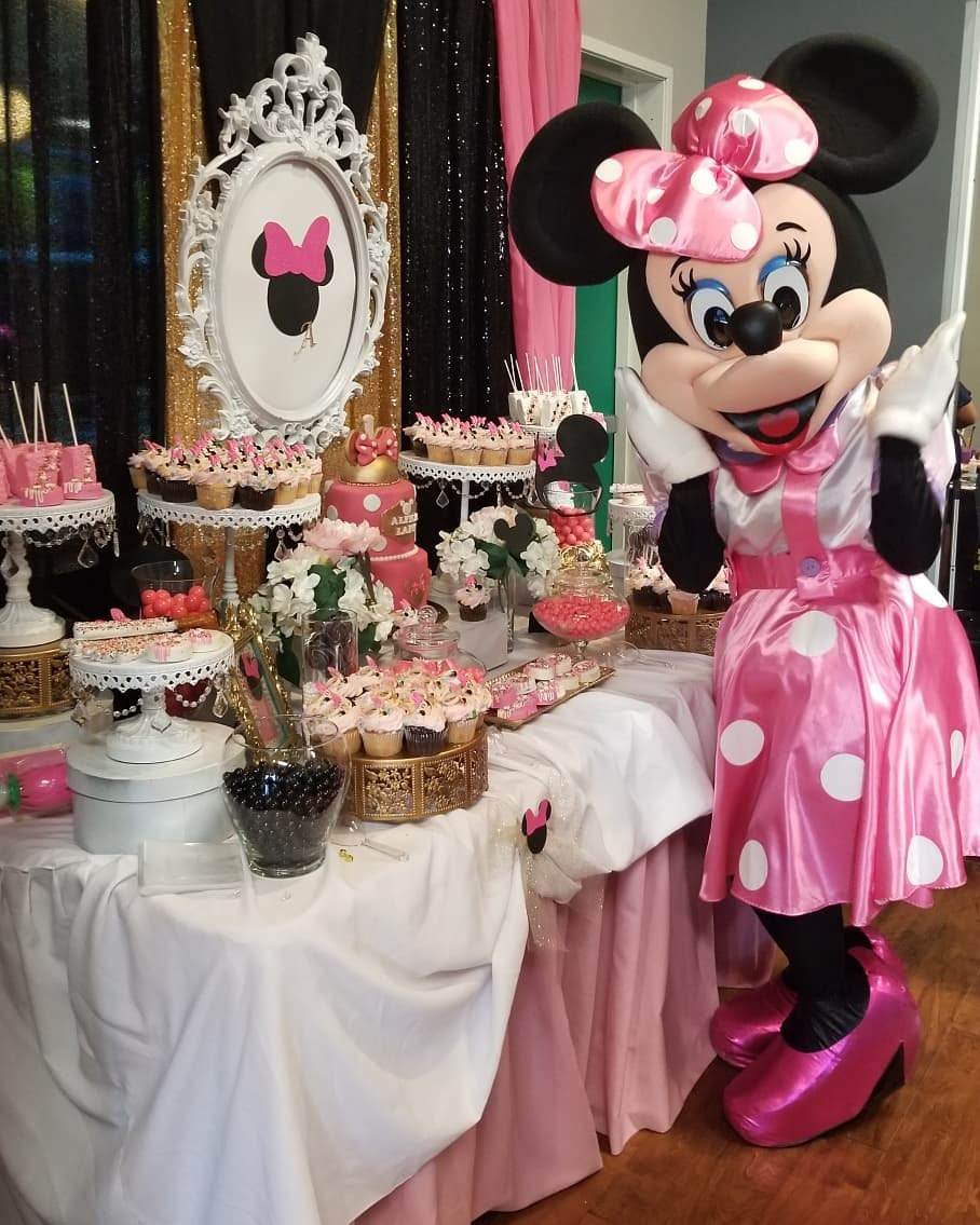 minnie mouse birthday party dessert table paperamoryevents.jpg