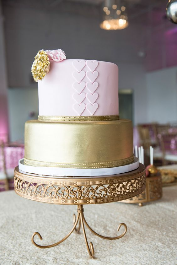 Opulent Treasures Loopy Band Cake Plate in Antique Gold