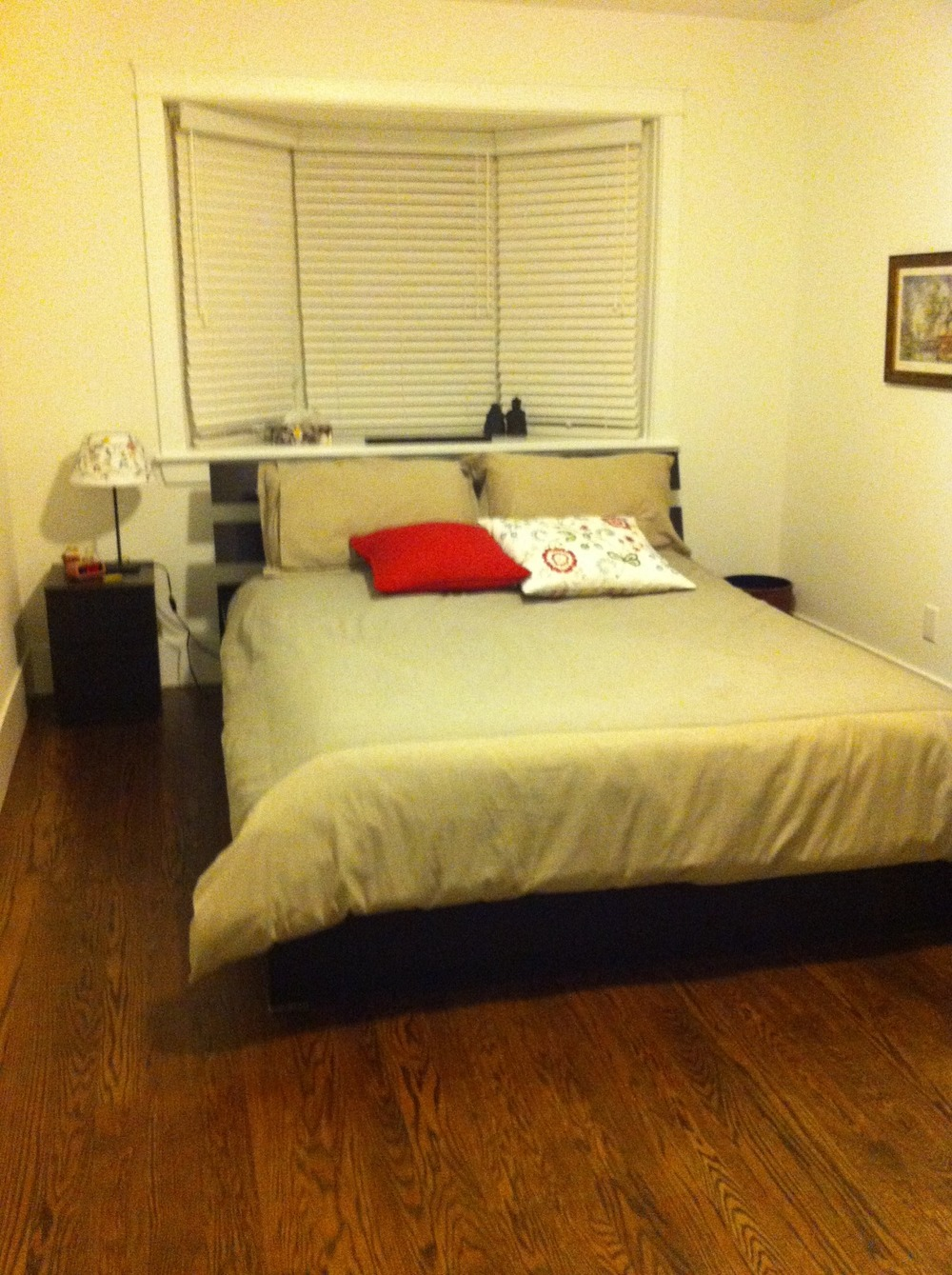second bedroom.jpg