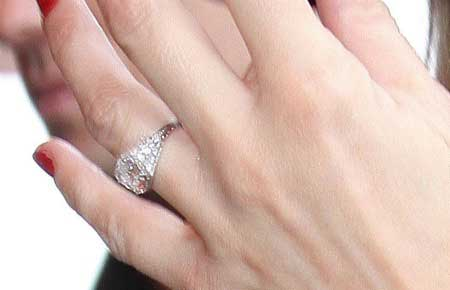 Kate Mosss Vintage Wedding Dress Matches Her Art Deco Ring