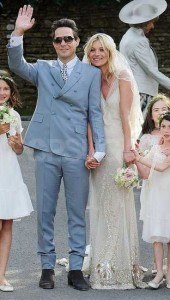 Kate-Moss-Wedding-Dress-Pictures-Husband-Jamie-Hince-s