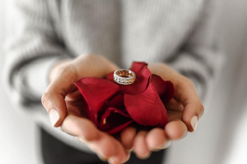 Give-an-anniversary-ring.jpg