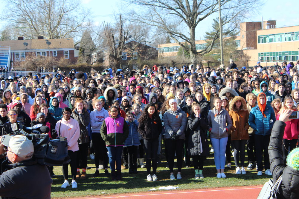 The CSW and Cab communities stand together to commemorate the lives of the students and faculty who lost their lives in Parkland, Florida. Photo by Satvika Kadiyala.