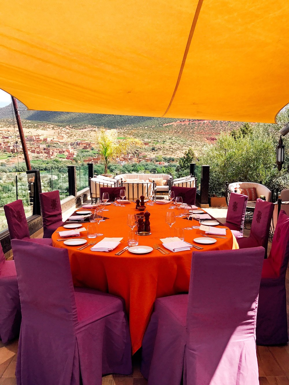 How gorgeous is this table? I love the Moroccan colors and how they pop against the mountains.