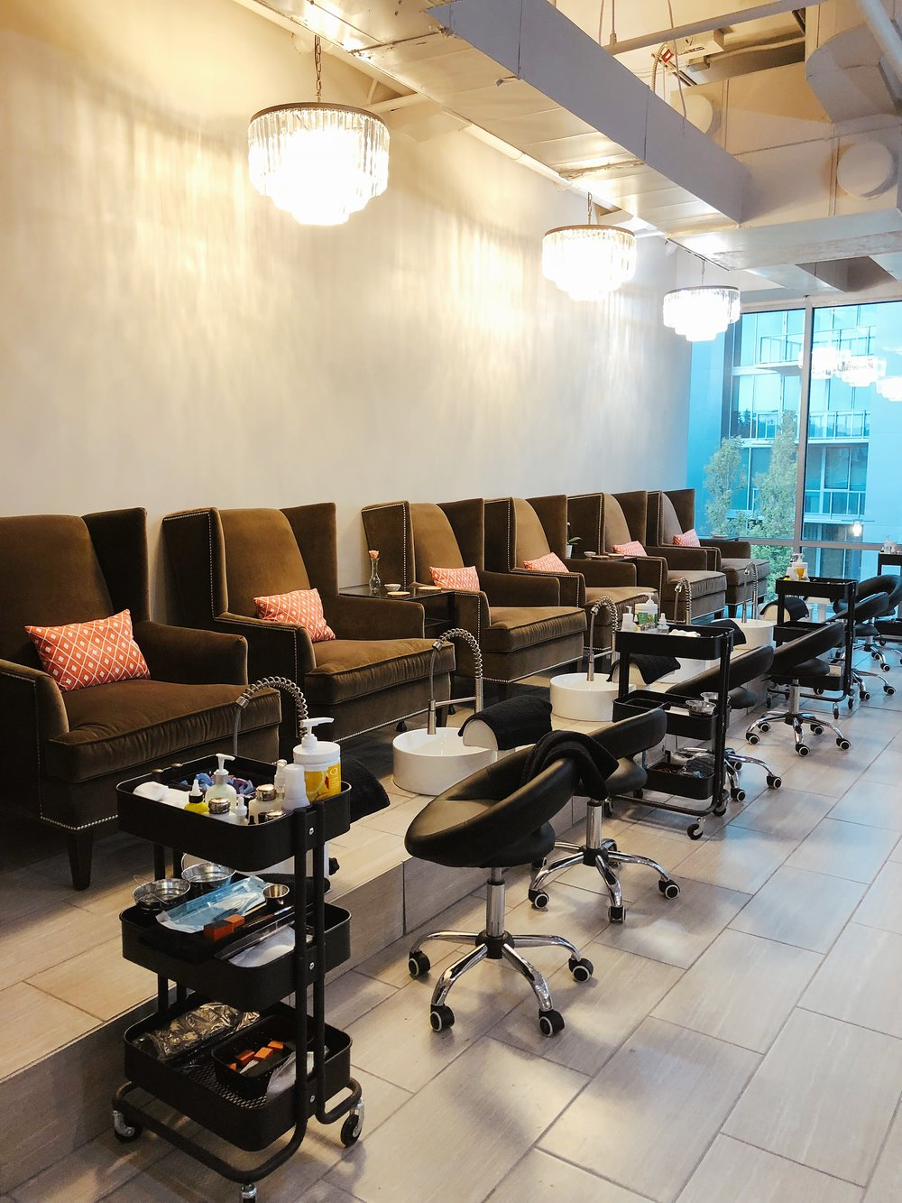 Aren't these pedicure chairs the dreamiest?