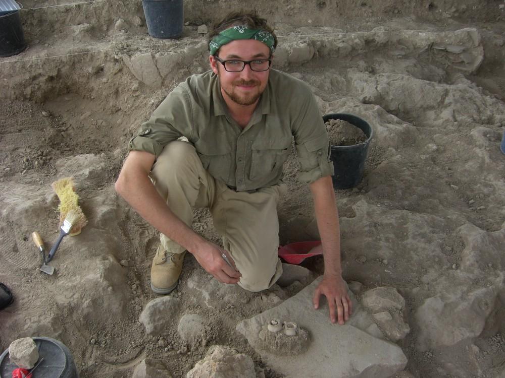 Real life Indiana Jones digging at Tel Burna.