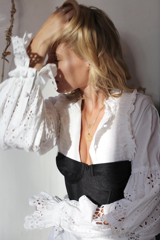 aje-insider-blog-isabelli-shirt-white-broiderie-anglais-les-interieurs-paddington-sydney-australia-4.jpg