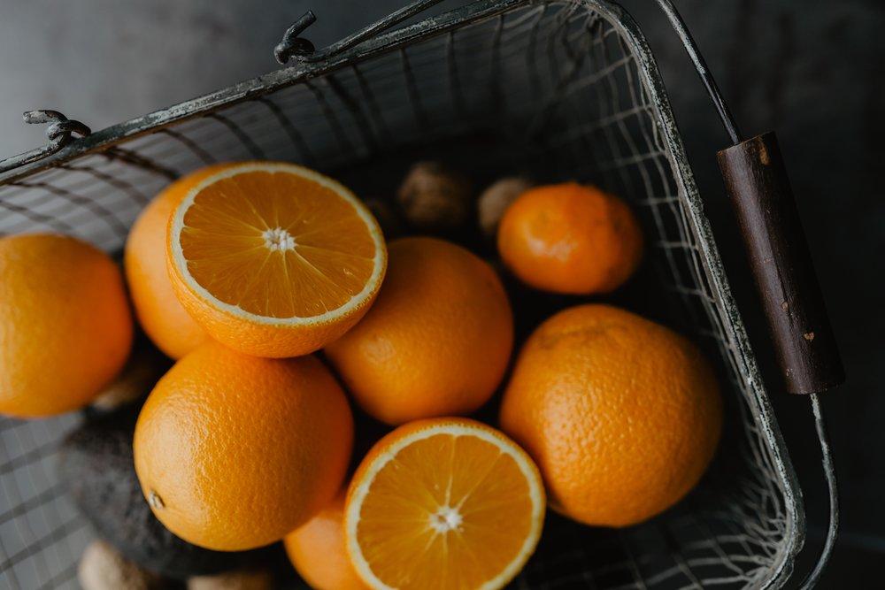 kaboompics_Fresh oranges.jpg