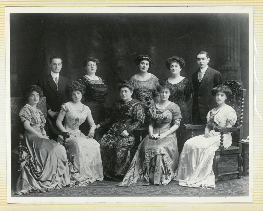 Rebeccca Simon Samilson with children, after 1907