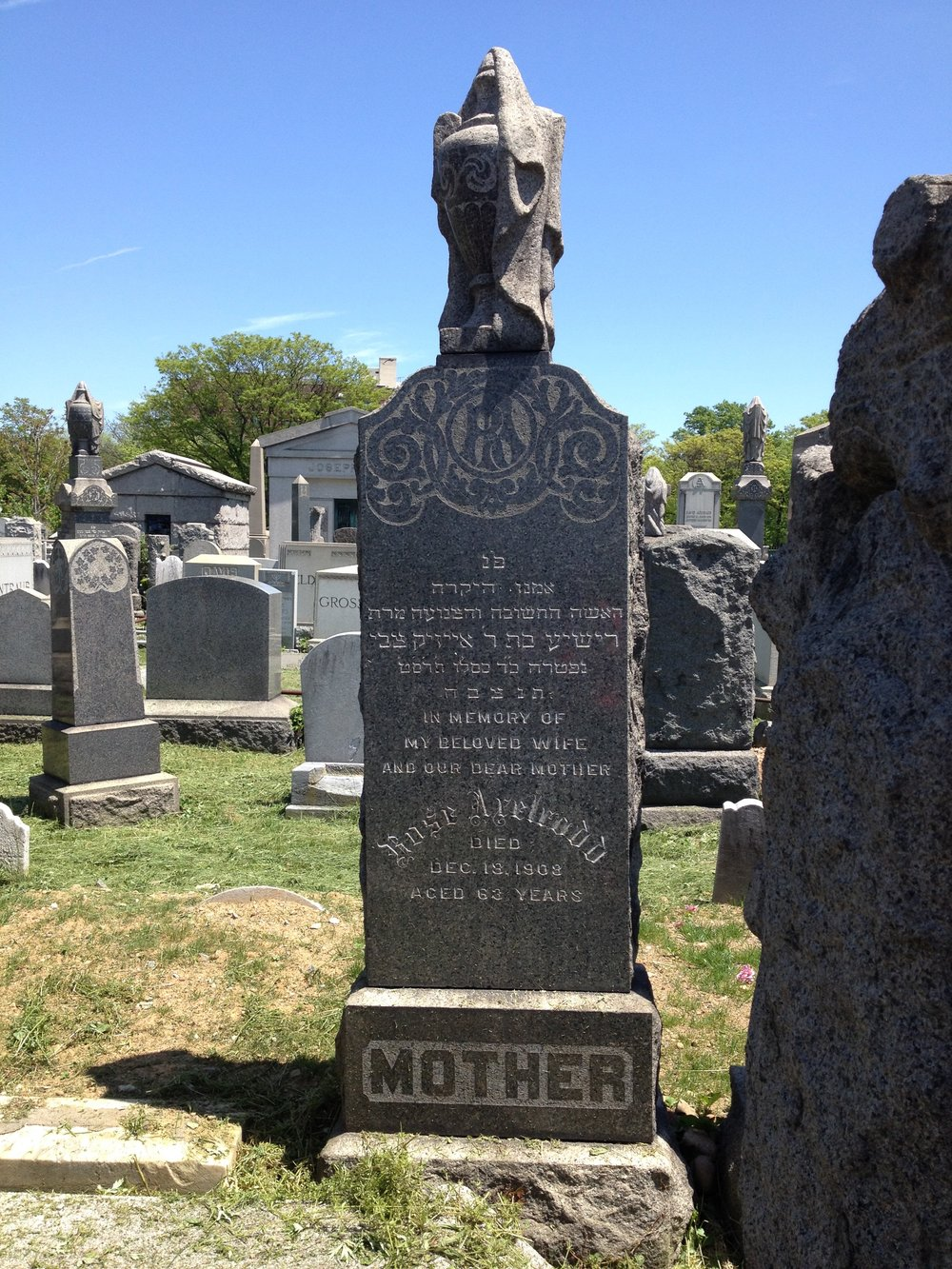 Gravestone of Risya Rose Levin Axelrodd.