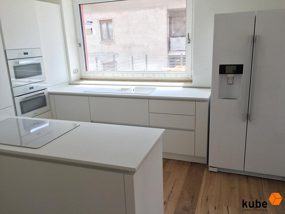 Cucina in Fenix NTM Bianco - Piano IN Fenix ed elettrodomestici Miele