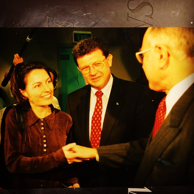 May seem implausible, but yes indeed, it's a younger me shaking hands with Satan's foot-soldier, then-prime minister John Howard. Before youse holler at me, twas a press conference, aight? And I was working as a media hack. And Howard had dunskied his single good deed: he INTRODUCED GUN CONROL. Lest we forget. #BoycottNRA