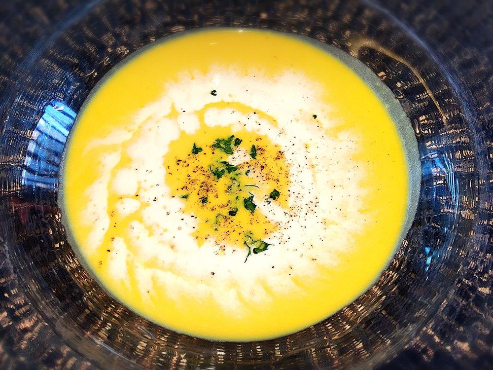 鮮やかなパンプキンのスープ。