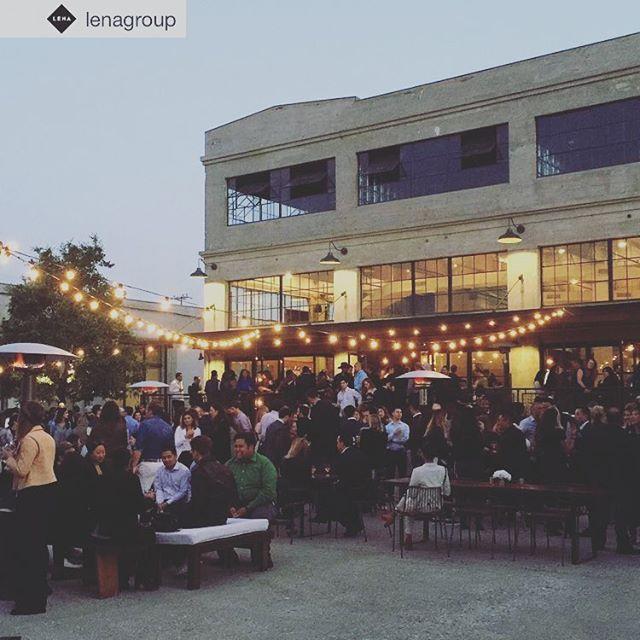 ロサンゼルスのCity Market South。 ・ 今、ロサンゼルスはダウンタウンが熱いという事で、 このエリアにある新しい商業施設に行ってきました。 ・ レストランやカフェ、今後はショップなどもオープン予定だそう。 ・ 今回はCity Market Southにあるイタリアンレストラン、Rossobluへ。 ・ レビューの評価もめちゃくちゃ良く、 雰囲気、お料理も申し分なし! ・ ラッキーな事に、私たちが行った日にはセレブの方も。 やっぱり話題の場所はエキサイティングですね。 ・ ロサンゼルスに行かれる際には是非立ち寄ってみてください。 ・ #citymarketsouth #losangeles #ロサンゼルス #話題のレストラン #人気スポット #ダウンタウン  #visworkcoltd #fashion #matias #mensfashion #losangeles #madeinusa #handtaylored #oneofakind #denim #ファッション #メンズファッション #お洒落 #スタイル #デニム #本当に洋服が好きな人だけに #アメリカ #東京 #ブランド #アメリカ製 #ラグジュアリー #カジュアル #ライフスタイル