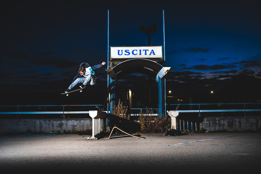 Flying to the Moon - Skating at night with a Graw Jump Ramp