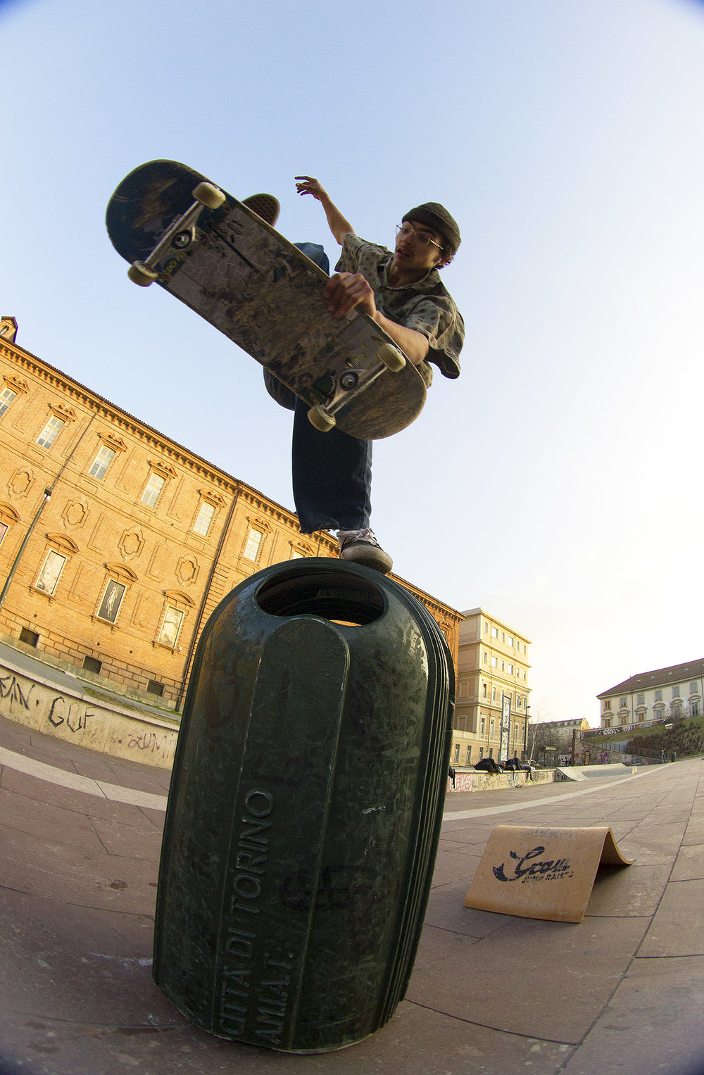 Skating over a garbage can with Graw Jump Ramps