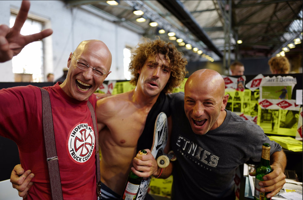 Graw Jump Ramps co-founders Paolo Nelzi and Daniel Hilfiker celebrating with the longest ollie competition winner at Bright 2016