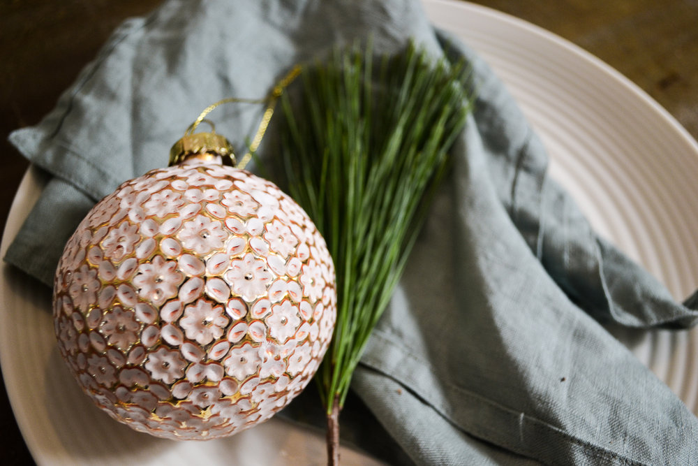 Elizabeth_Christmas_Table__JoWoodfordPhoto-5.jpg
