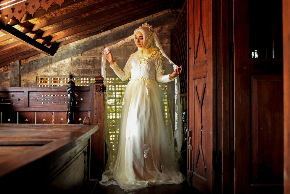 beautiful-bridal-gown-bride-1182553.jpg