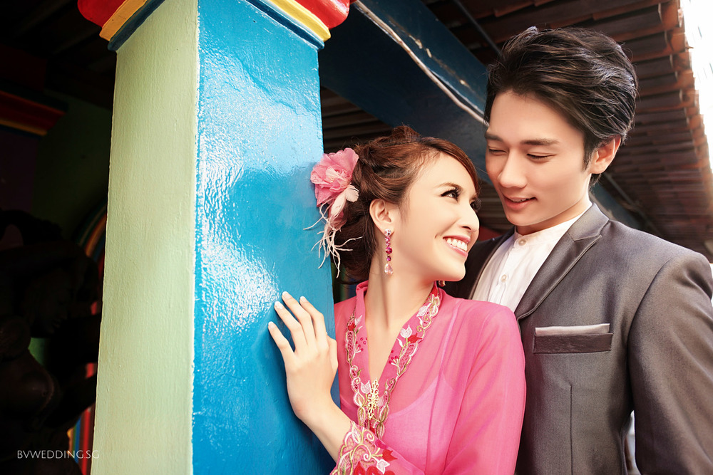 Couples may consider fun and colourful places to take their pre-wedding pictures to lighten up the entire atmosphere. Bursting with assorted bright colours, the multi-coloured building adds a traditional yet cheerful touch to the entire picture.