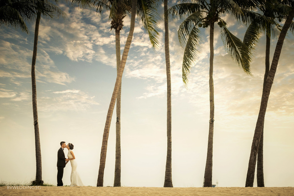 Pre-wedding Photoshoot at sentosa beach