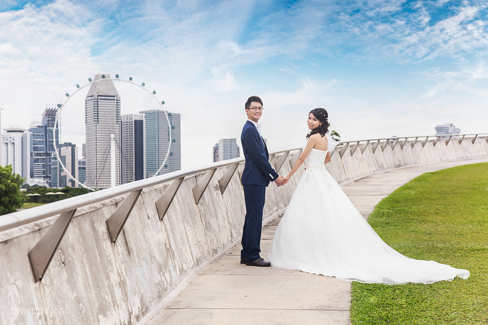 Pre-wedding Photoshoot at Marina Barrage Singapore Flyer