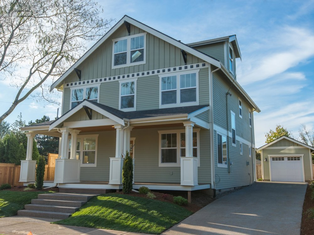 craftsman - New Vintage Craftsman with stunning floor plan and 9' ceilings.