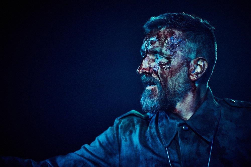 Jonathan McGuinness  as Macbeth