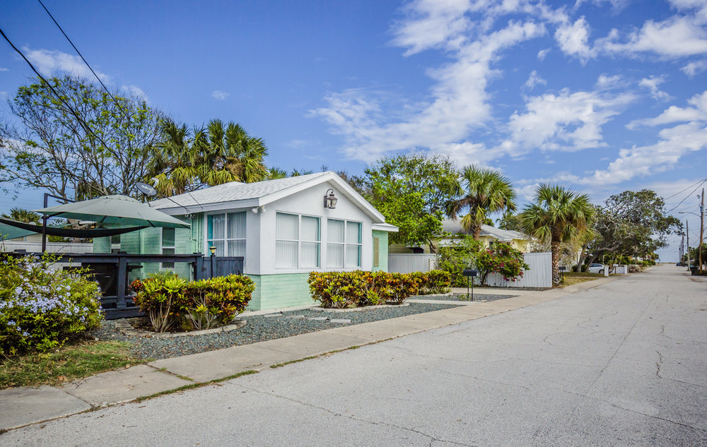 Relax in style and comfort ! 2 BR/1 Bathroom + outside shower for those beach days This beach-side bungalow was lovingly restored with you in mind. Enjoy all of the Daytona Beach charm with modern conveniences.
