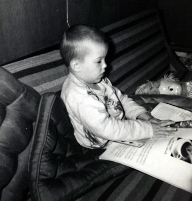 me-couch-sleepy-sister belle-circa1963_adj01-sm.jpg