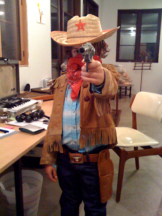 Hugo-cotume-toy gun-bandana_adj01-sm.jpg