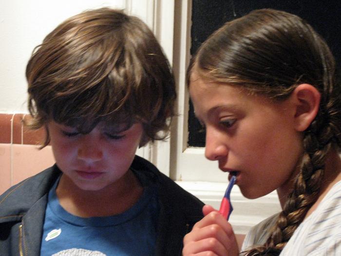 Isabelle, hugo, brushing teeth_adj01-sm.jpg