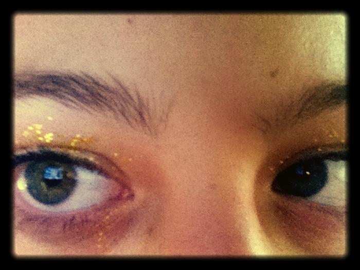 isabelle-eyes-glitter_adj01-sm.jpg