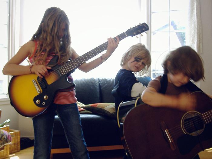 Isabelle, Aidan, Hugo-guitars-2006_adj01b-sm.jpg