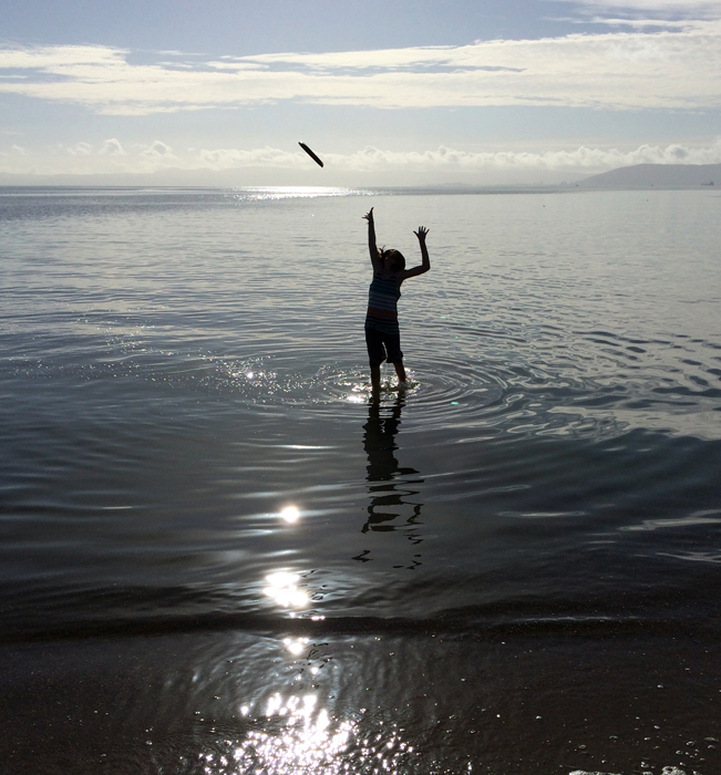 Hugo-frisbee-ocean_adj01-sm.jpg