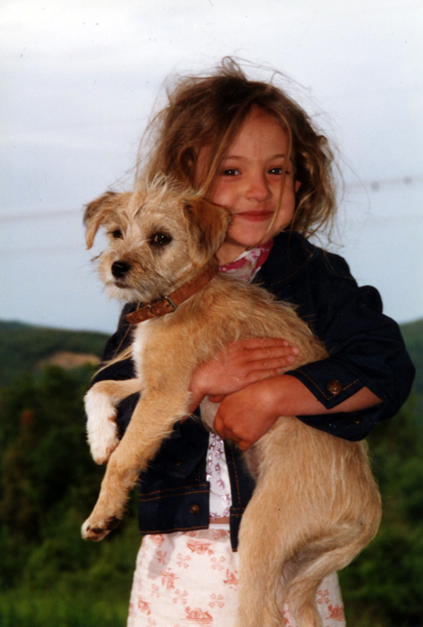 isabelle and scrappy dog-italy_adj01-sm.jpg