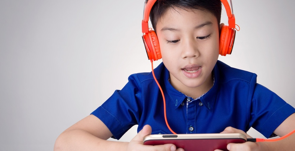 English for Kids: Young child learns English online.
