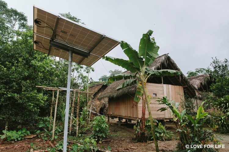 Arausol assembly system of an island-solar system in the Waorani community of Nemonpare in the Amazon of Ecuador.