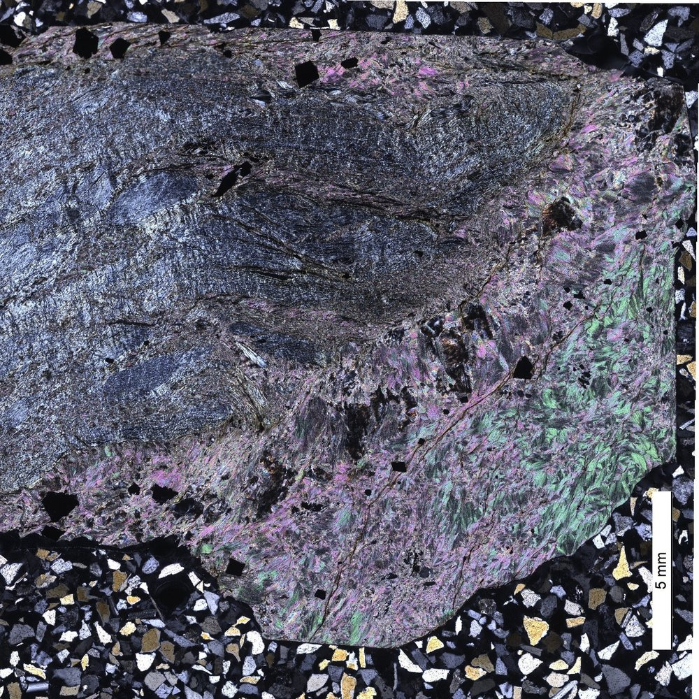 Talc and magnetite-bearing serpentinite from the Kampos shear zone (Syros, Greece).