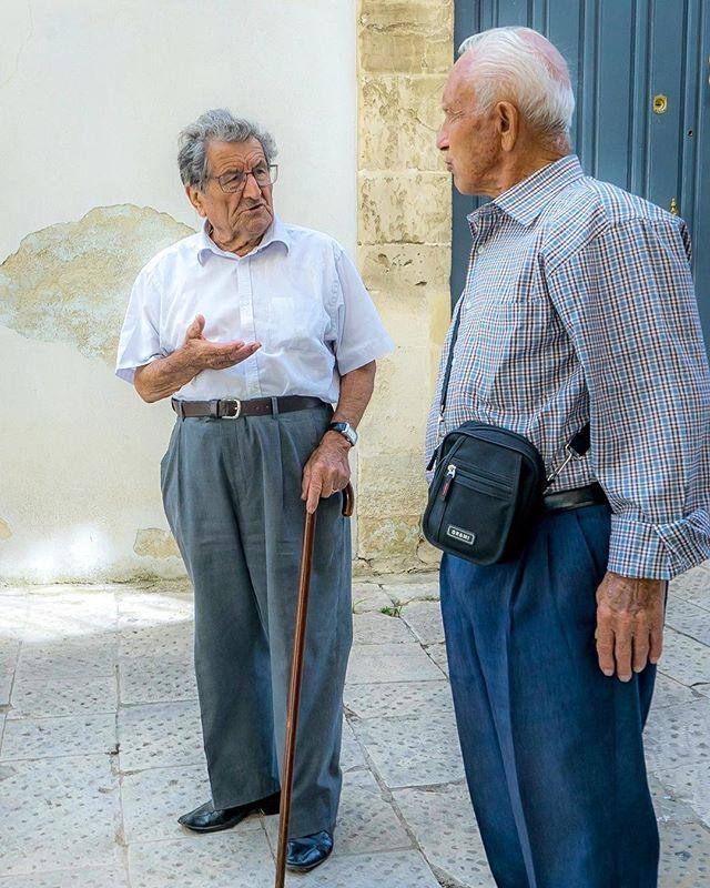 Amicizia e conversazione. #friendship #ragusa #sicily #italy