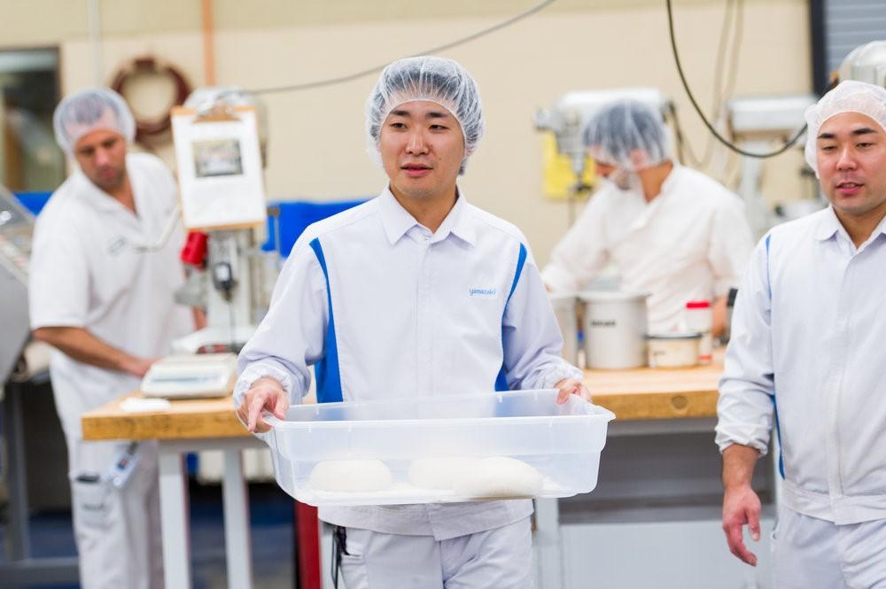 Los laboratorios prácticos ofrecen a los estudiantes la oportunidad de ver variables experimentales de cocción.