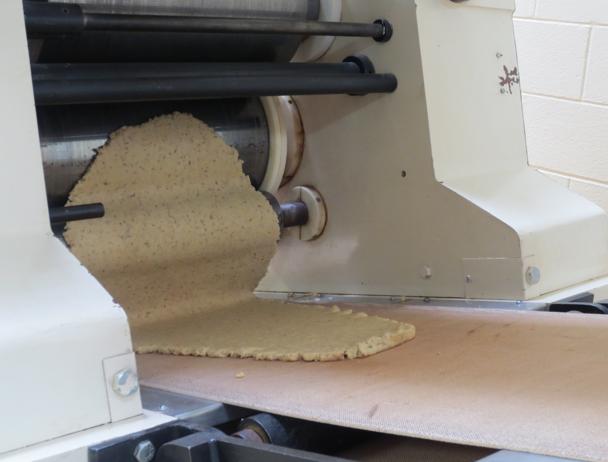 Éste es el productor de hojas en la cabeza de la línea de crackers.