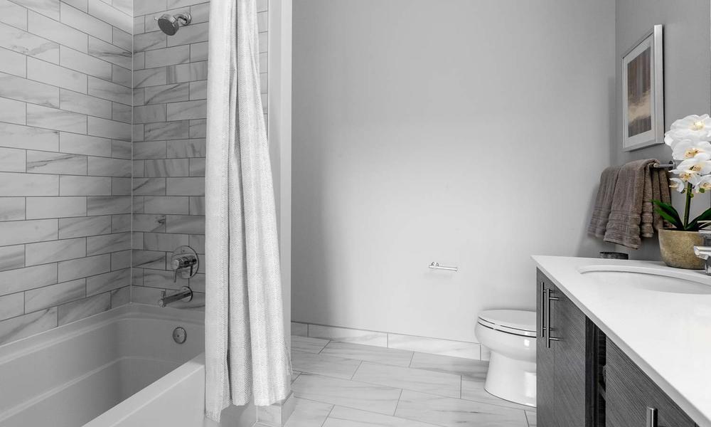 LUXE-1500x900-Bath-02.jpg