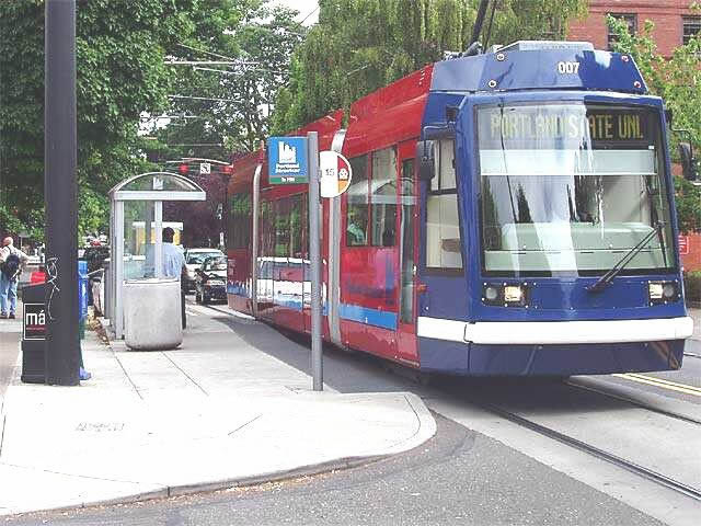 Portland streetcar at a curbside station.  Photo courtesy of Light Rail Now, Darrell Clarke, 2003