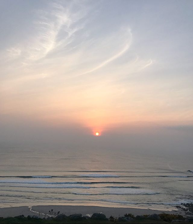 Today marks the spring equinox where day and night align. With the clocks shifting an hour forward this weekend we'll be surfing into these amazing clear sky sunsets as spring kicks in. . . . . #comeroamwithus #cornwall #surf #surfguide #adventure #ocean #sunset #sunrise #equinox #springequinox #bst