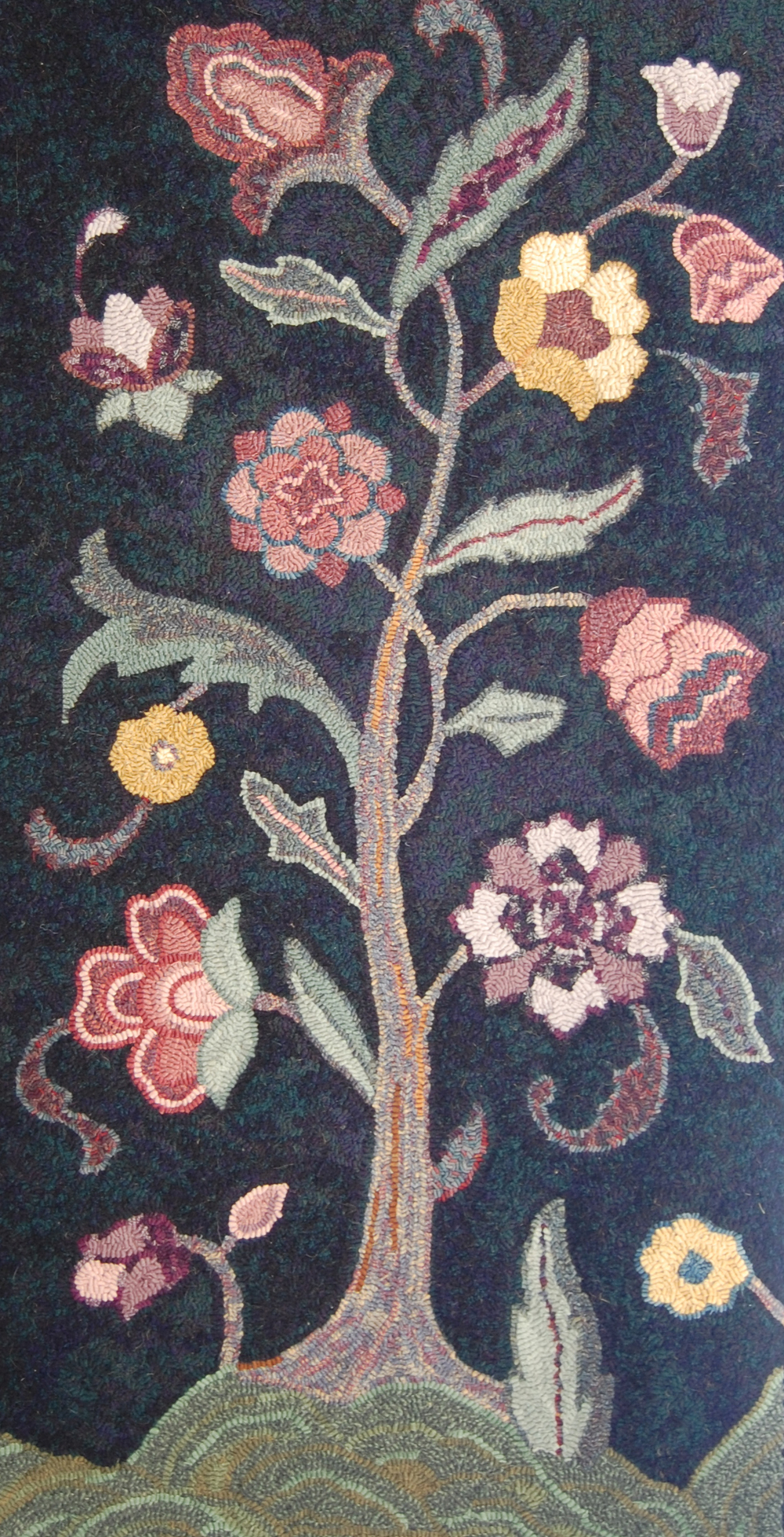 Tree-of-Life-rug-hooking.jpg