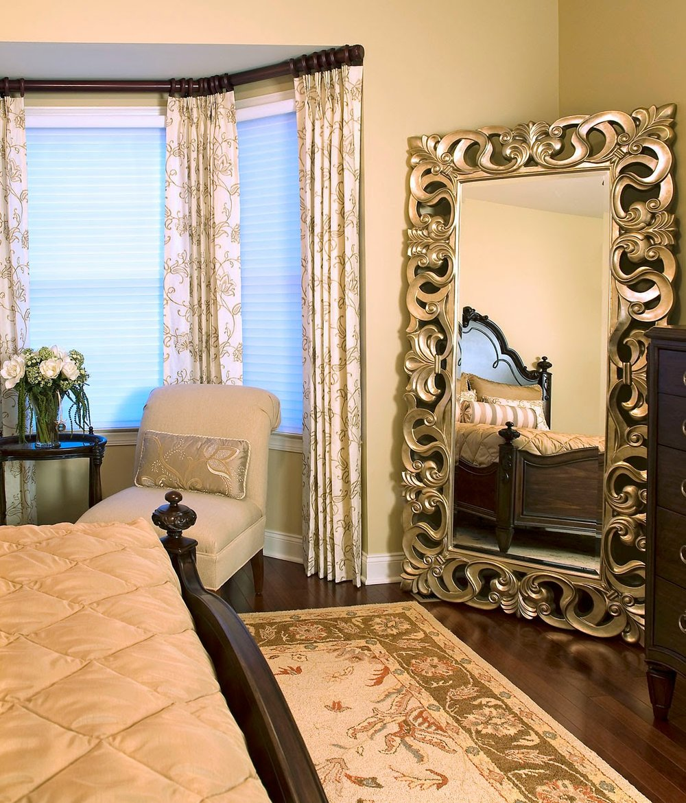 gold-yellow-white-bedroom-mirror-drapes-blinds